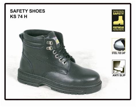 Aneka Sepatu Sendal Ber Merk sepatu berlabel safety fitriachan21