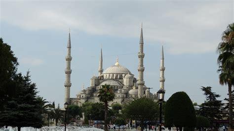 istanbul turisti per caso moschea a istanbul viaggi vacanze e turismo turisti