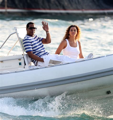 Beyonces On A Yacht by Z In Z Beyonce Cruisin On A Boat Zimbio