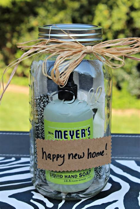 cheap housewarming gifts 33 best diy housewarming gifts page 4 of 7 diy joy