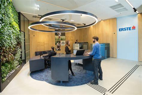 die erste bank filialen erste theke in der service filiale als anlaufpunkt