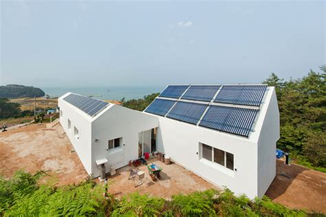 Self Sufficient Home Design Sosoljip Is A Self Sufficient Net Zero Energy House In