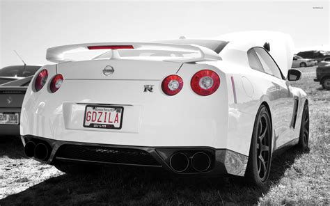 white nissan gtr wallpaper back view of a white nissan gt r wallpaper car