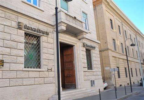 banca etruria pisa pisa in piazza contro renzi anche le vittime di banca