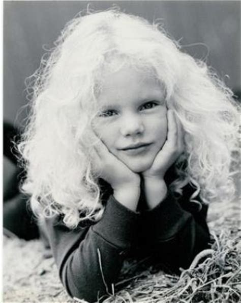 mini biography about taylor swift childhood pictures taylor swift mini biography and