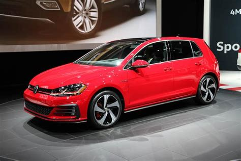 Vw R Autotrader by 2017 Volkswagen Golf R New Car Review Autotrader