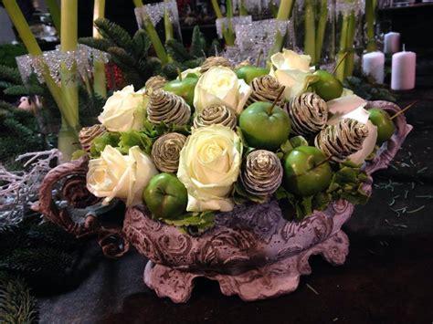 centro tavola fiori centrotavola con fiori e frutta le idee pi 249 originali per