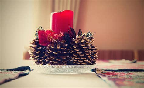 centrotavola natalizi con candele centrotavola natalizi fai da te idee e spunti originali