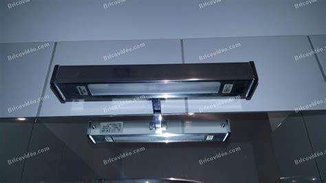 Exceptionnel Plaque Pour Salle De Bain #6: changer-lampe-miroir-salle-de-bain-025.jpg