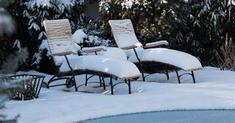 garten februar geniesser garten verschneiter garten im februar