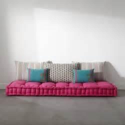 Attrayant Grand Coussin De Sol Pas Cher #1: .matelas_capitonne_avec_coussin_couchage_futon_ou_grand_coussin_de_sol_pour_chambre_ado_enfant_esprit_boheme_pas_cher_confortable_m.jpg