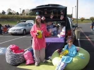 Decorating Your Car For Halloween 15 Thrifty Trunk Or Treat Decorating Ideas Happy Money Saver