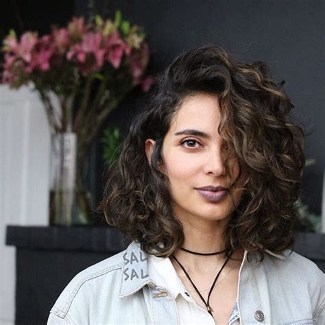 wavy hair blunt bottomed bob 627 best wavy curly bob haircuts images on pinterest