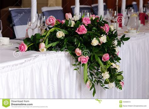flowers on table wedding flowers on head table stock images image 19490974