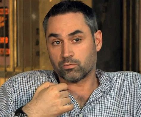 director of ex machina alex garland in director s chair for sci fi thriller ex