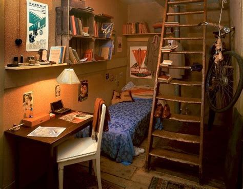 anne franks bedroom anne frank house interior peters room photos life as