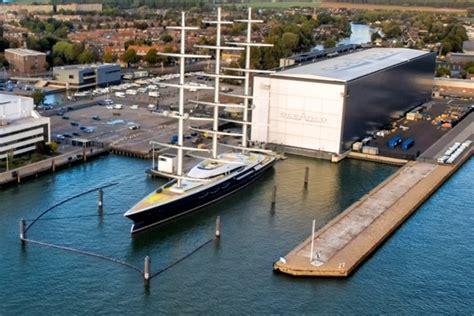 zeil yacht mega zeiljacht oceanco vertrekt vanuit alblasserdam naar