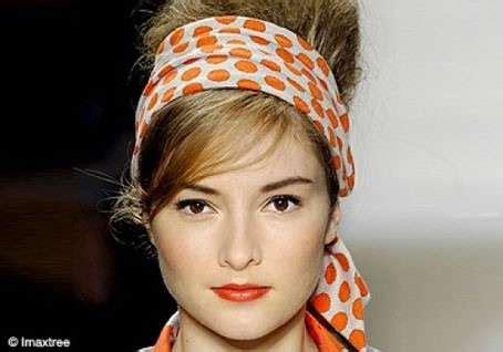 foulard in testa come mettere il foulard in testa per un acconciatura