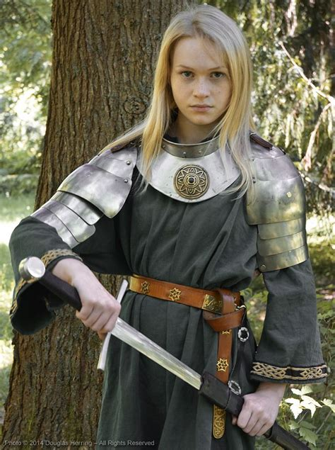 sophie cookson medieval switchblades bigswitchbladeknife girls and knives