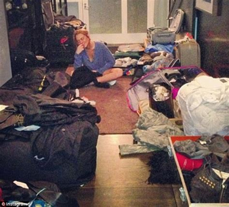 Lindsay Lohan Is Staying In Rehab lindsay lohan packs 270 looks for 90 day rehab stay