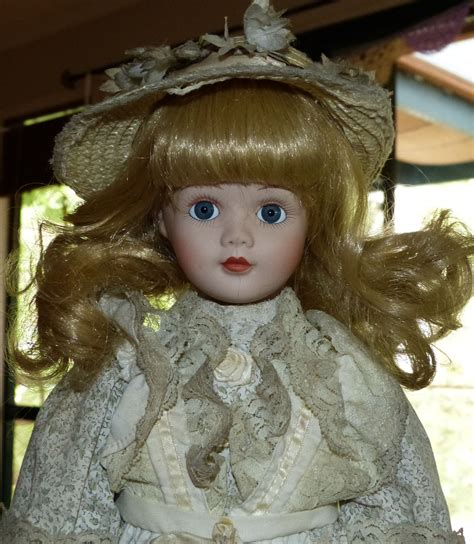 porcelain doll collectors weekly