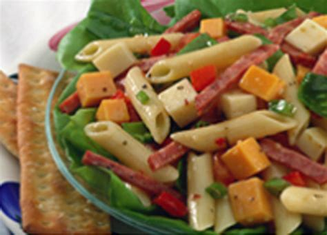 cool garlic summer pasta salad johnsonville com