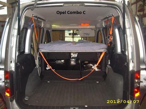 opel combo bett schlafen im opel bequem im auto 252 bernachten mit auto