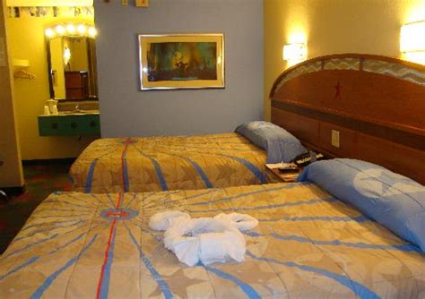 the disney diner value resorts 2 rooms or a family suite walt disney world on a budget is a value resort worth it