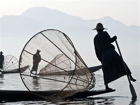 Kaos National Geographic Traditional Boat myanmar fishermen