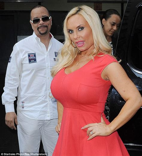 icy hot while pregnant pregnant coco austin steps out in new york with husband