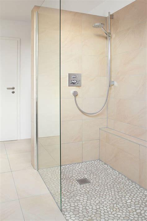 Kleines Badezimmer Dachgeschoss by Kleines Bad Mit Dachschr 228 Ge Bad Mit Dachschr 228 Ge