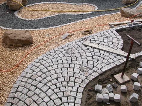 granitpflaster wegef 252 hrung im schuppenverband traumgarten