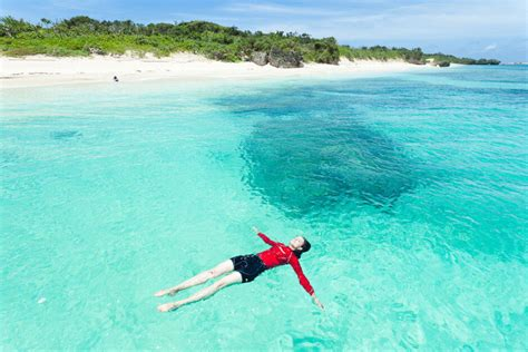 clearest ocean water in the world 35 places to swim in the world s clearest water