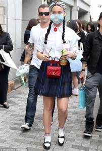 Korean Fashion Impress Bag Broken White Tas Fashion Ko Grosir 1 katy perry conceals herself with a fluffy mask in