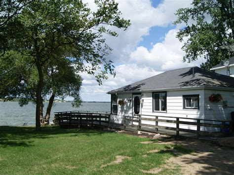 cottage rental prince edward county sandbanks sunset cottage rental 3 br vacation cottage for