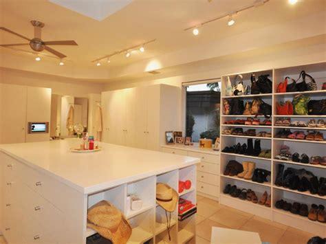 Hgtv Closet Design by 10 Stylish Walk In Bedroom Closets Hgtv