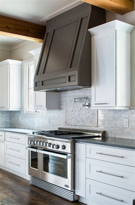 kitchen cabinet hoods 25 best ideas about kitchen hoods on range