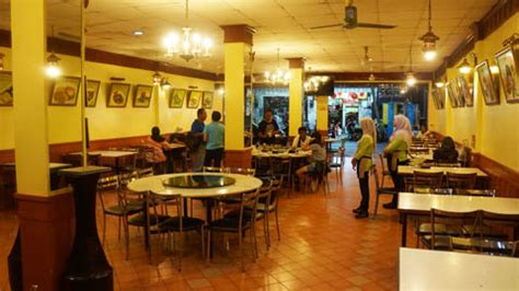 hamid restaurant  hat yai thailand  travel junkie