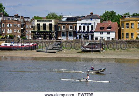 thames river arms the rutland a thames riverside pub in hammersmith london