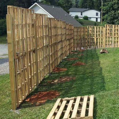Unique Wood Pallet Privacy Fence Ideas   Pallets Designs