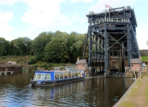 anderton boat lift pictures looking down to the weaver from the boat lift picture of