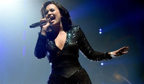 demi lovato singing skyscraper live demi lovato performs new song body say live in atlanta