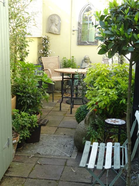 court yards best 25 small courtyard gardens ideas on pinterest