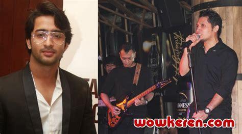 Kaos Gildan Andra And The Backbone netter minta shaheer andra and the backbone duet di bolly