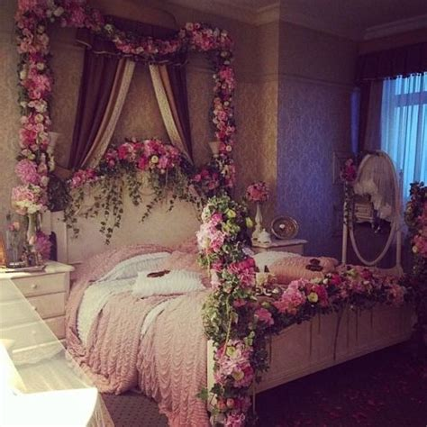 Flower Decorations For Bedroom by 25 Best Ideas About Flower Room On Floral