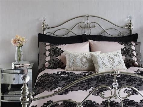 Chandelier Bedding This Bedding Set From Julien Macdonald Is Decorated With A Black Chandelier Lace