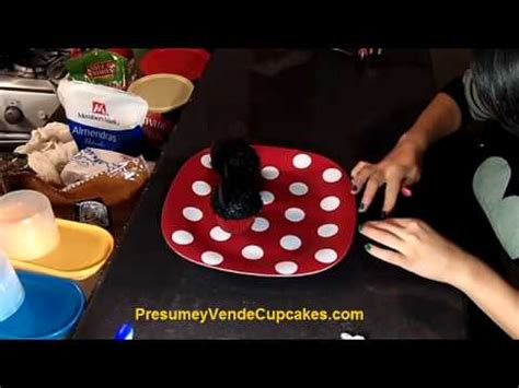 como decorar cupcakes de mickey mouse c 243 mo decorar cupcakes de mickey y minie mouse youtube