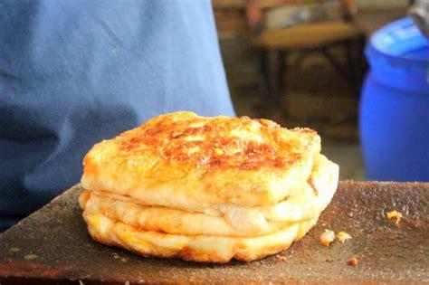 mencicipi martabak har kuliner legendaris populer asli