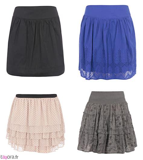mini jupe sous la table suos les jupes sous les jupes des filles tabs