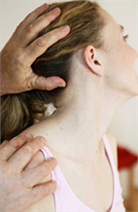 Stiche Im Nacken by Nackenschmerzen Durch Verspannte Muskeln